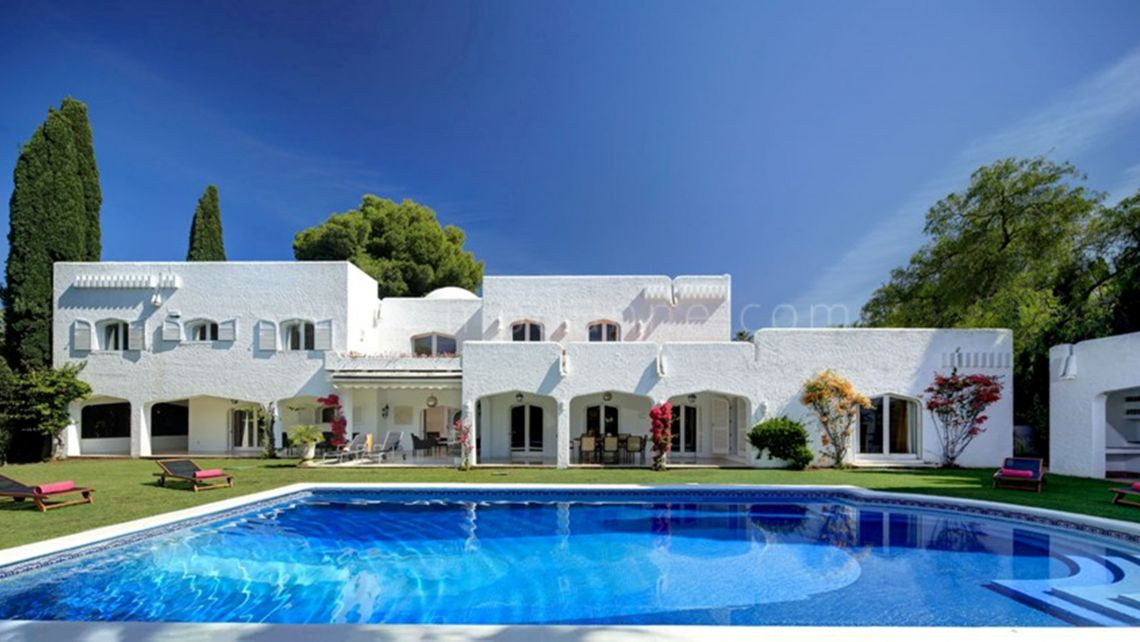 Nueva Andalucia, Atalaya Rio Verde, Marbella, Family Villa for rental on a large plot