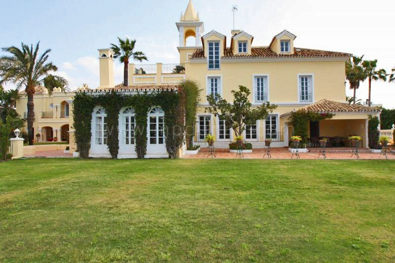 Nueva Andalucia, 8 bedroom villa for sale in Aloha, Marbella
