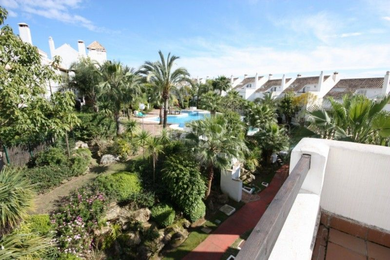 Marbella Golden Mile, 4 bedroom townhouse for sale in Altos de Salamanca
