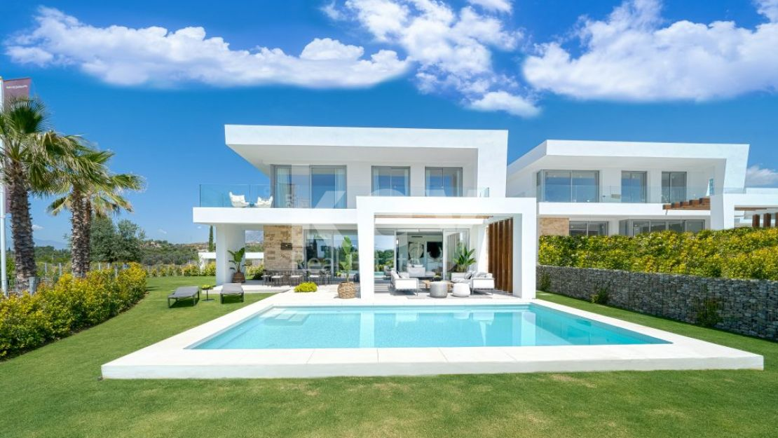 New contemporary villa with sea views for sale in frontline golf, Marbella