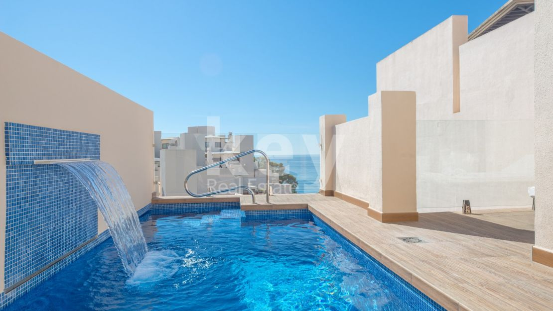 Exclusive frontline beach penthouse with private pool in New Golden Mile, Estepona