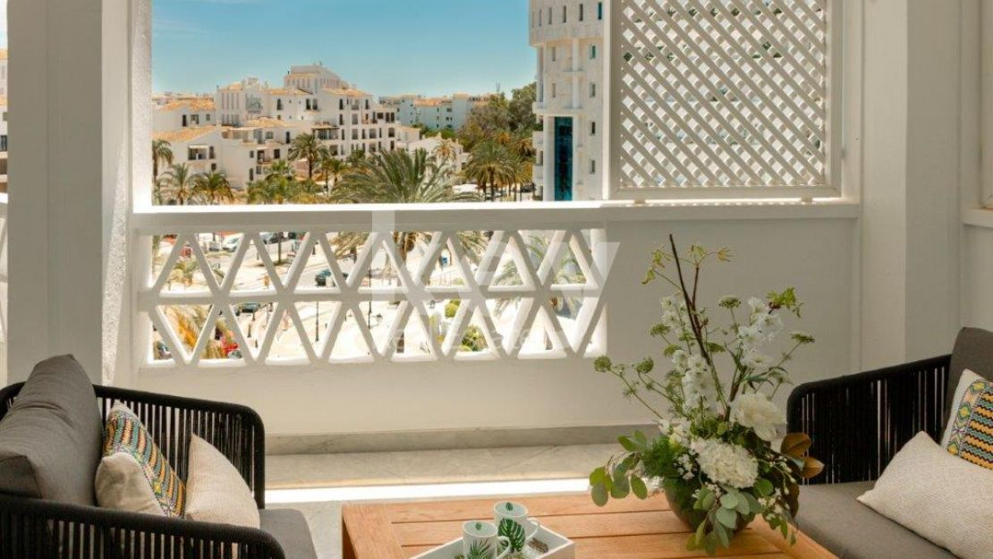 Beautiful apartment for sale close to the beach in Puerto Banus