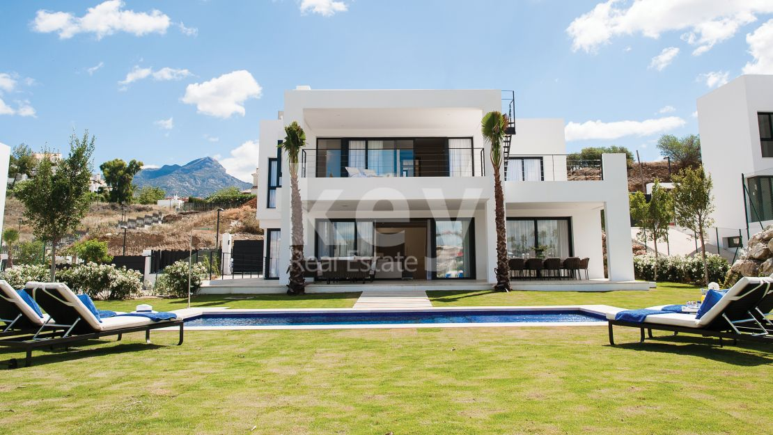 Modern villa for sale in Golf Valley, Marbella