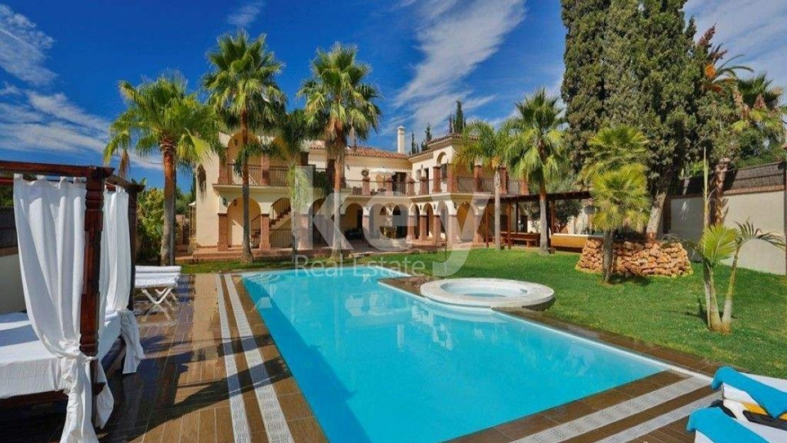 Villa for holiday rentals close to the beach in Golden Mile, Marbella