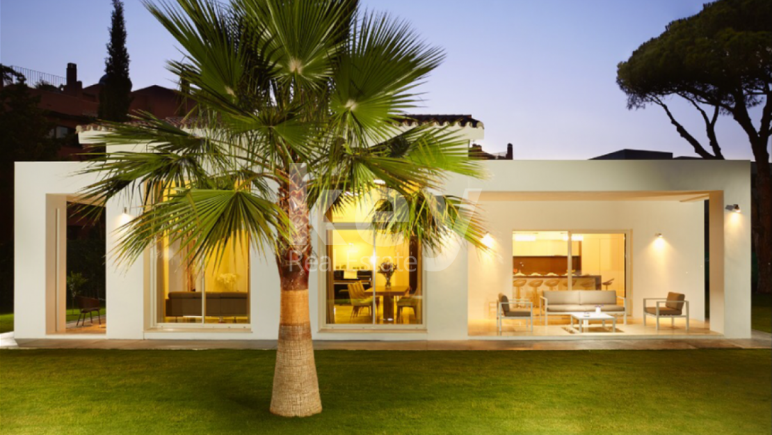 Villa Ivory: Modern villa for holiday rentals close to the beach in Marbella