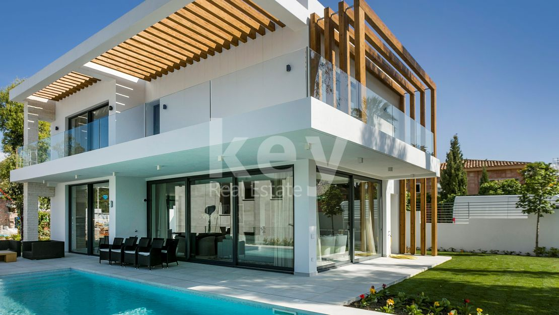 High-end villa in privileged residential community, Atalaya