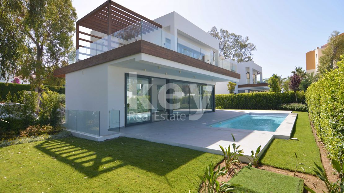New Luxury villa close to all amenities in Atalaya