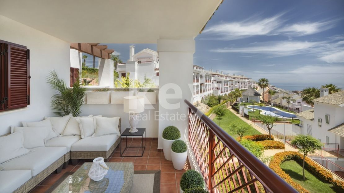 PERFECT APARTMENTS IN A GATED URBANIZATION INFRONT OF THE GOLF IN ALCAIDESA CLOSE TO SOTOGRANDE