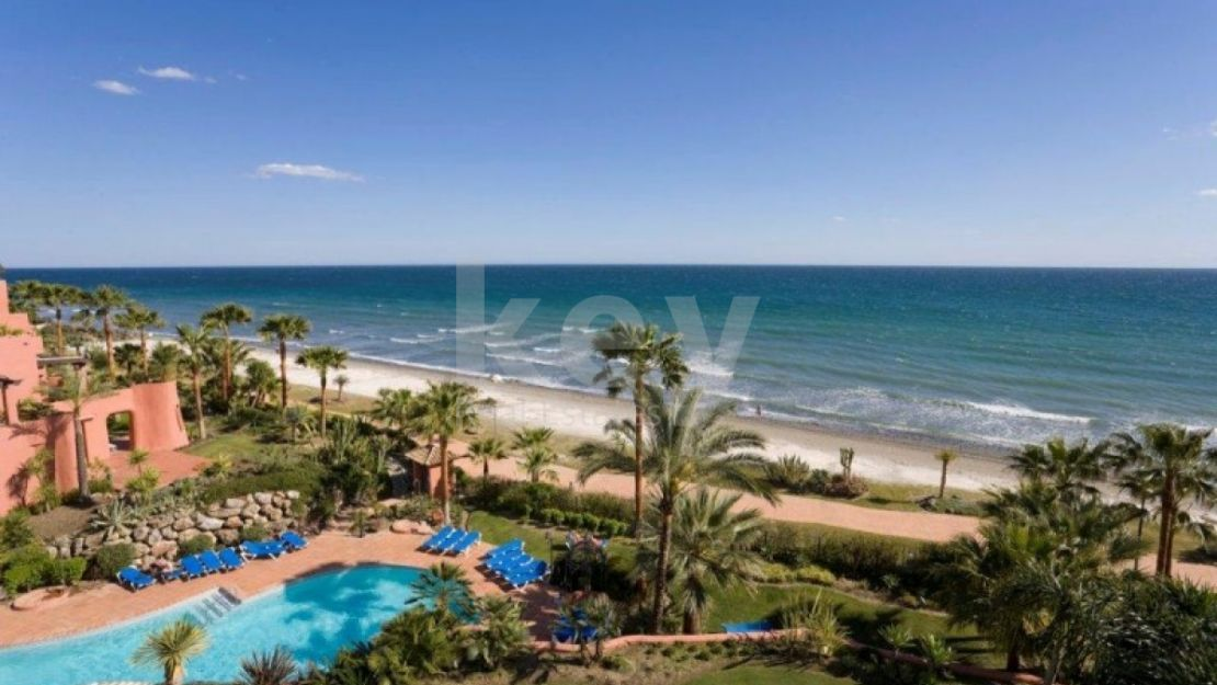 Fantastic beachfront apartment in New Golden Mile