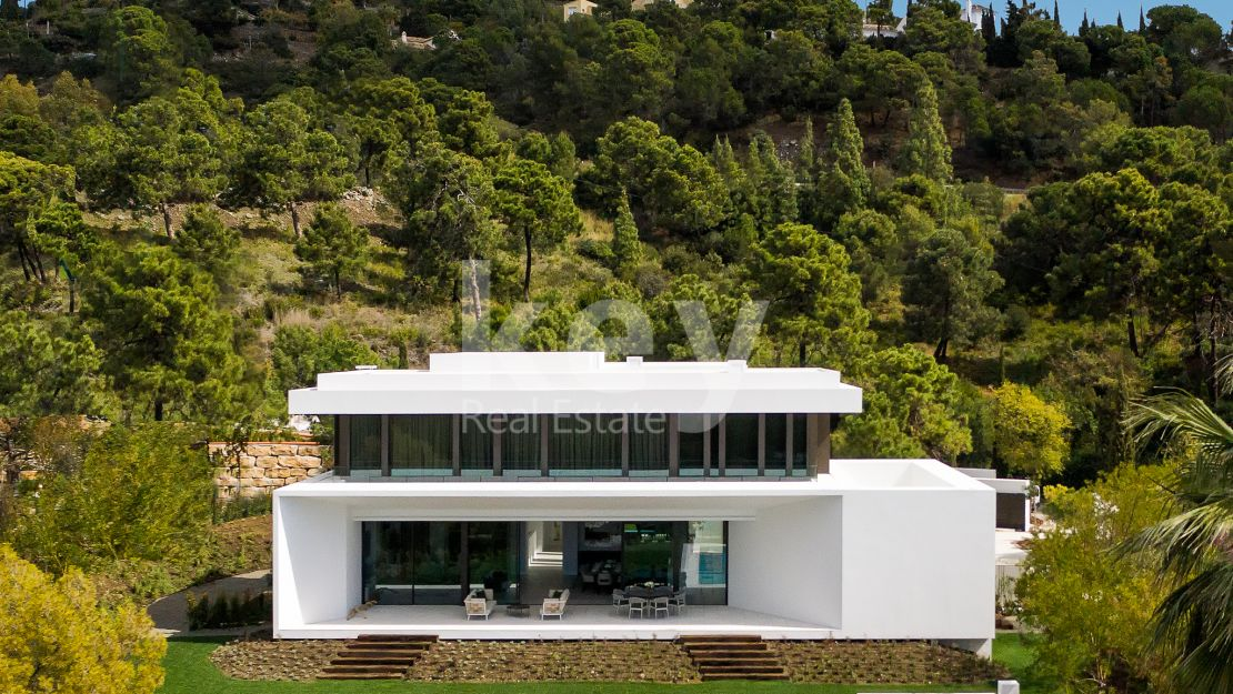 MAGNIFICENT RESIDENCE WITHIN A LUXURY ZONE IN BENAHAVIS