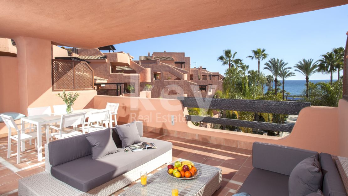 Beautiful beachfront apartment for sale in Estepona