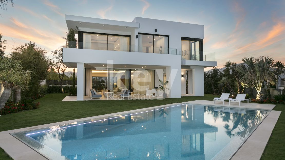 Luxury and modern villa with sea views in gated community in Las Lomas de Marbella Club