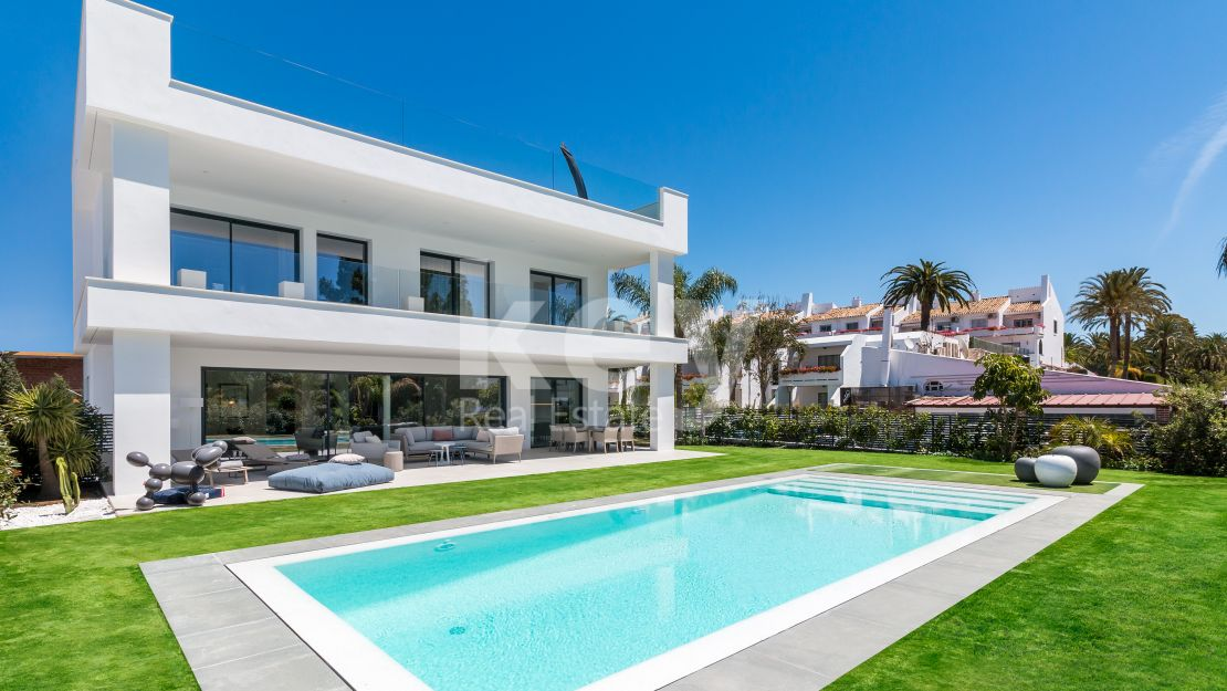 Brand new modern villa for sale in Puerto Banús