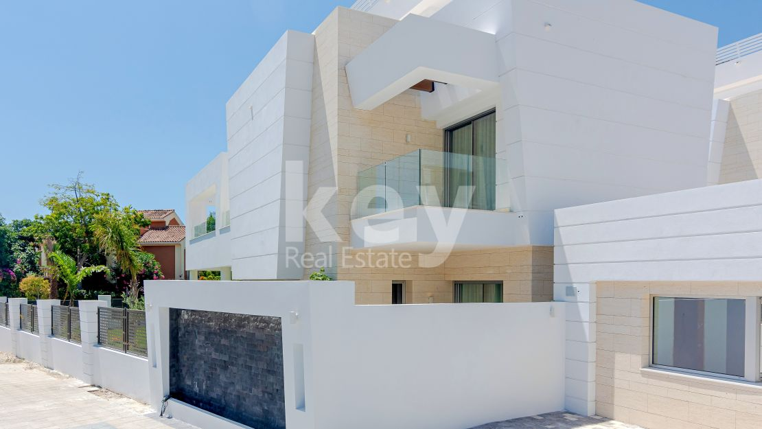 Contemporary villa close to the beach in San Pedro