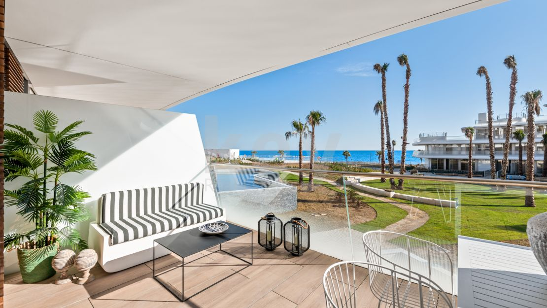 Exclusive frontline beach apartment in Estepona