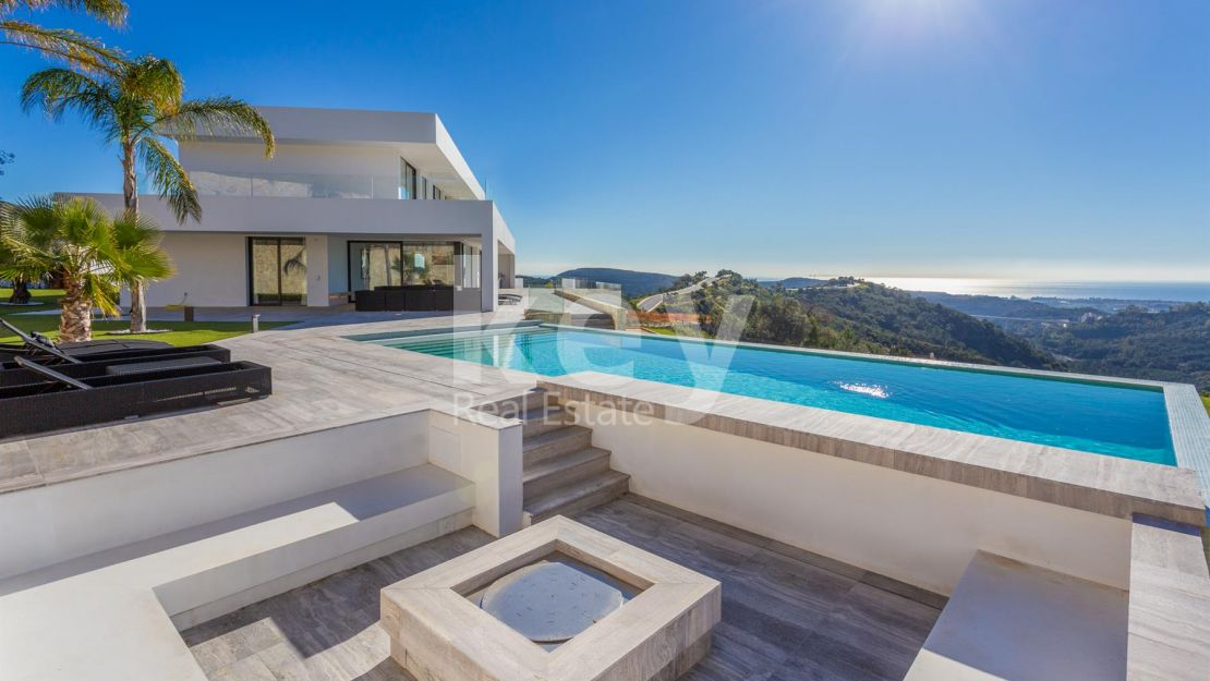 Modern villa with panoramic sea views in Benahavis