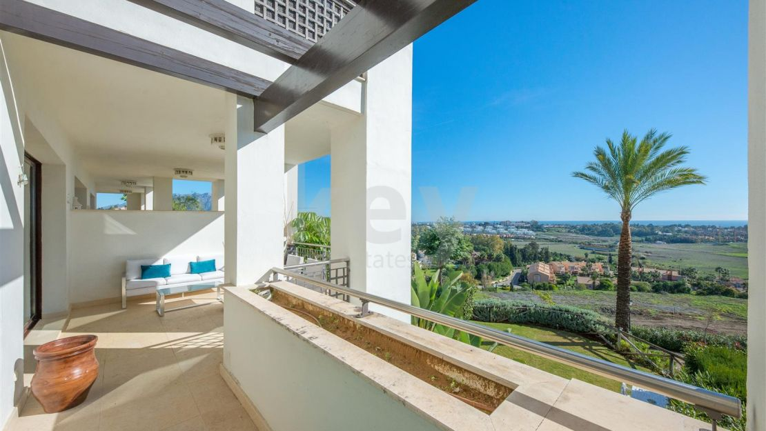 Nice apartment for sale in gated community in Mirador del Paraiso, Benahavis