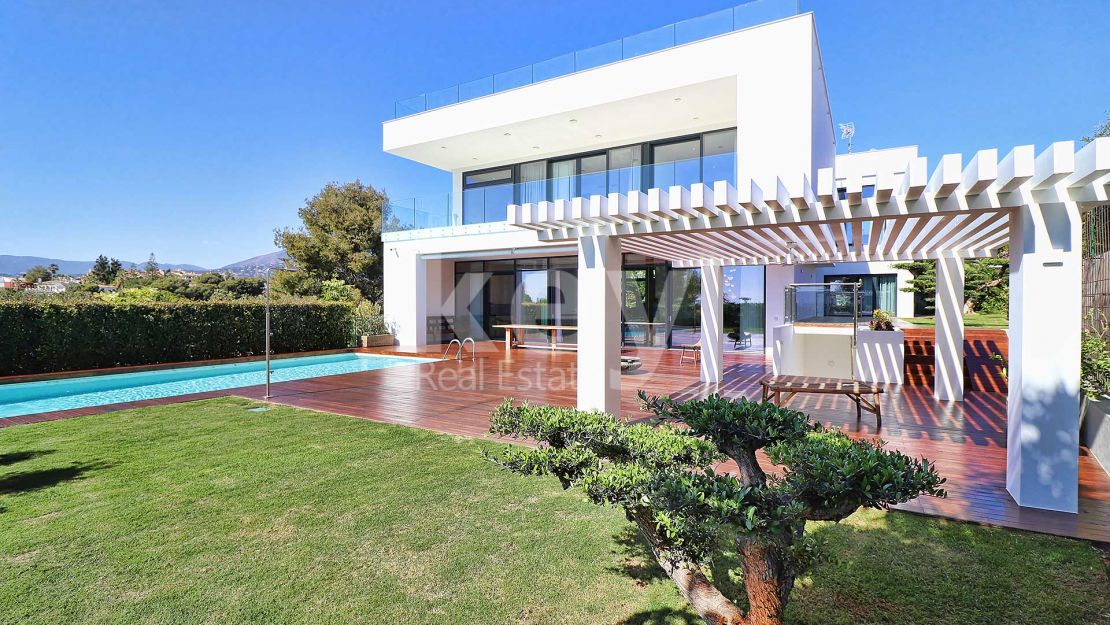 Puerto Banús, brand new villa within walking distance to the beach