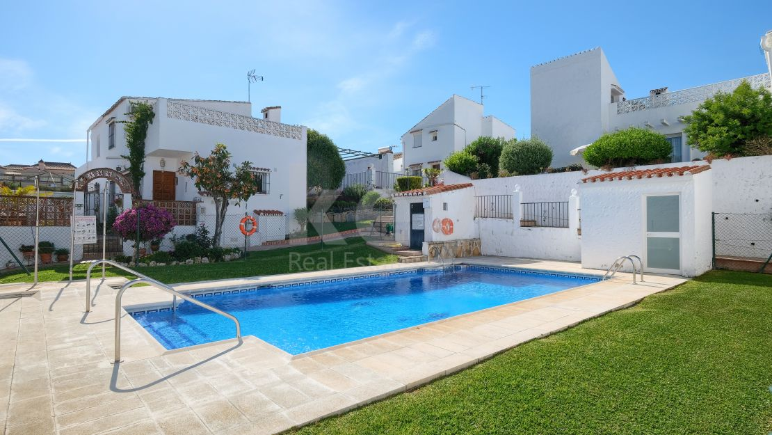 Stunning newly renovated townhouse ideal for couples, Estepona