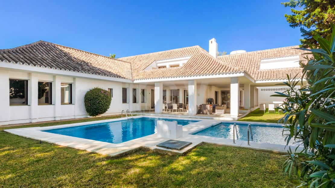 Charming villa walking distance to the beach and Puerto Banús