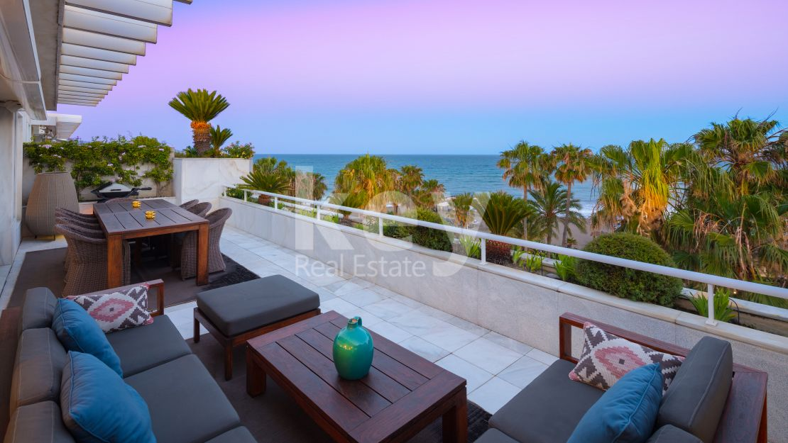 Fabulous penthouse with sea views and direct access to Puerto Banús