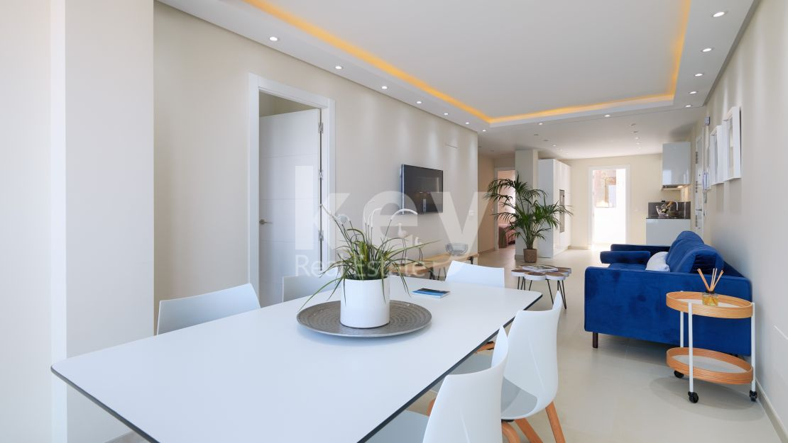 Privileged and newly renovated frontline beach apartment in Estepona
