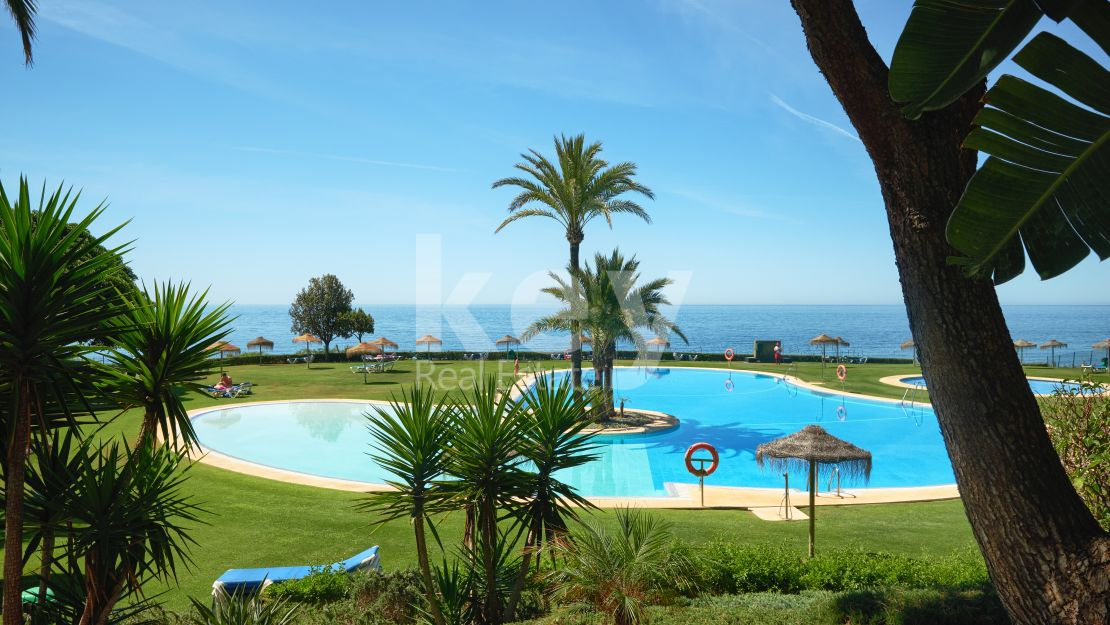 Enjoy the most incredible sea views in this stunning apartment in Cabopino, Marbella.
