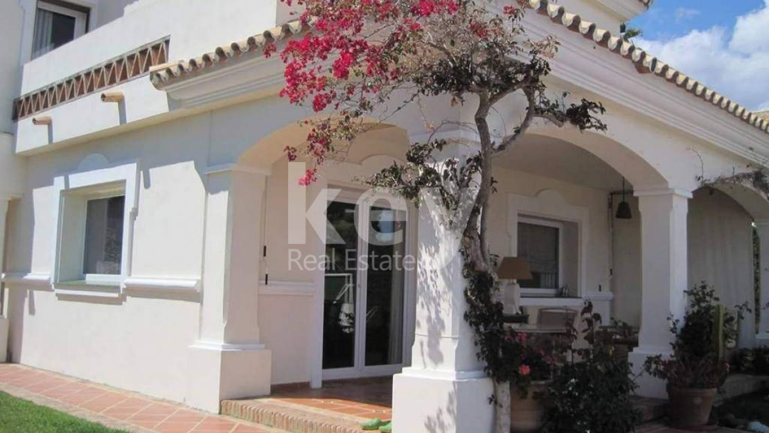 MEDITERRANEAN STYLE VILLA WITH NICE VIEW TO THE MOUNTAIN IN URB. BEARRITZ GOLF, NEW GOLDEN MILE
