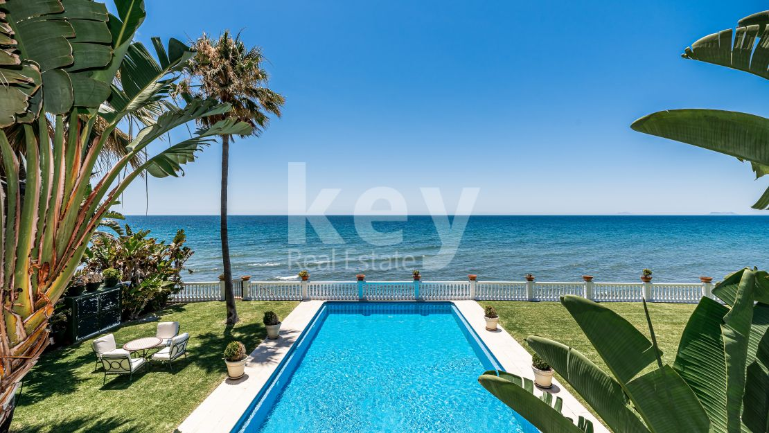 Villa Fiorella: beachfront luxury villa in Guadalmina Baja