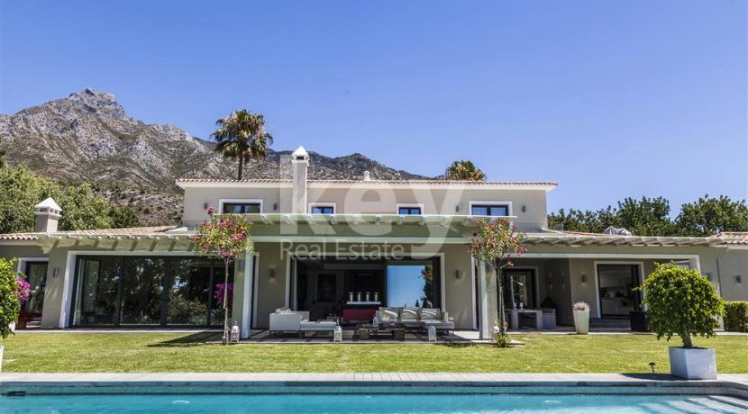 Stunning villa in gated community in Golden Mile, Marbella
