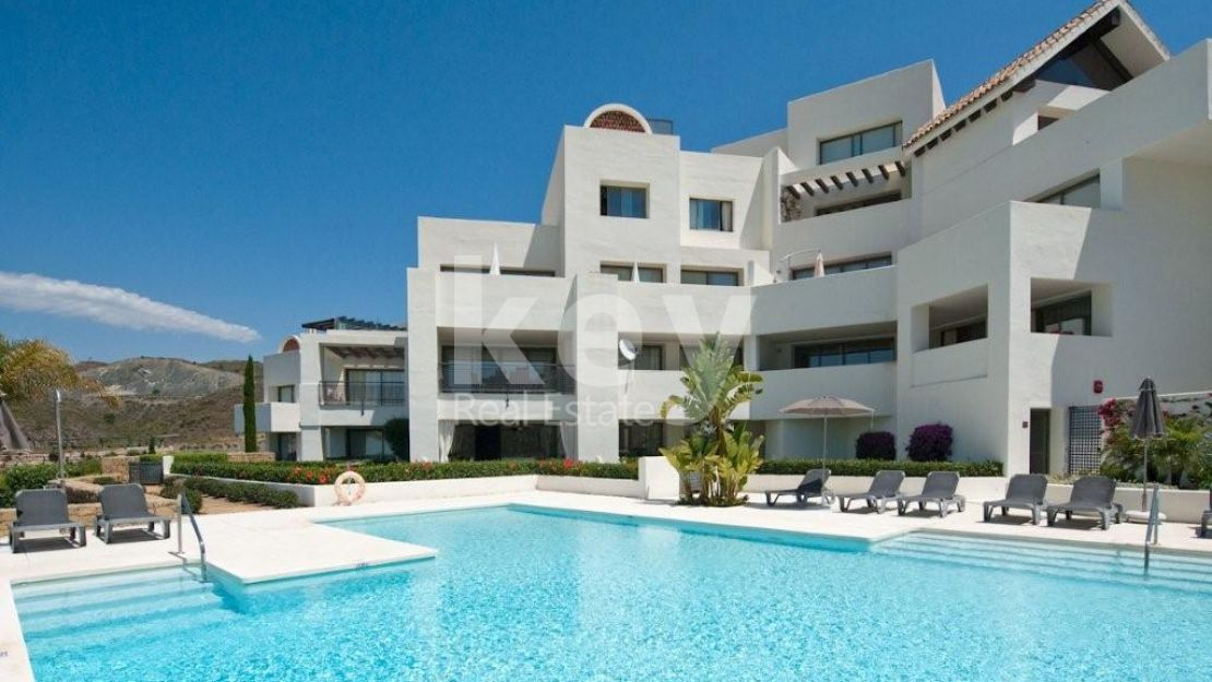 Penthouse with golf and sea views for sale  in gated community Los Flamingos, Benahavis