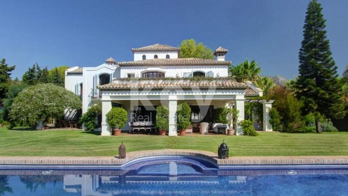 CHARMING FAMILY HOUSE WITH WALKING DISTANCE TO THE BEACH MARBELLA, GOLDEN MILE