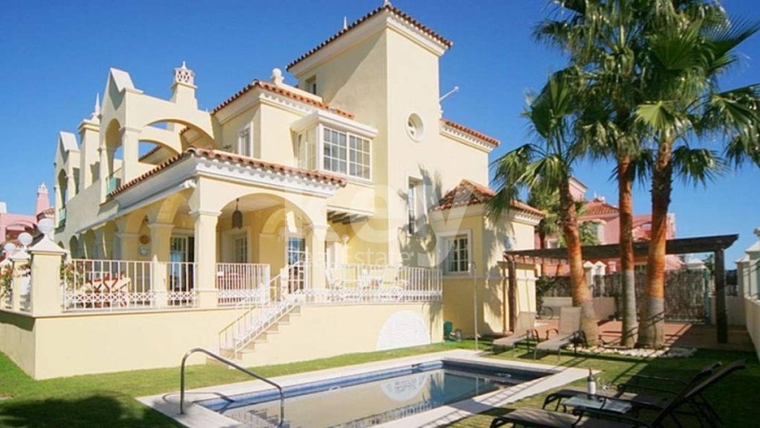 NICE VILLA CLOSE TO THE BEACH AND PUERTO BANUS IN MARBELLA