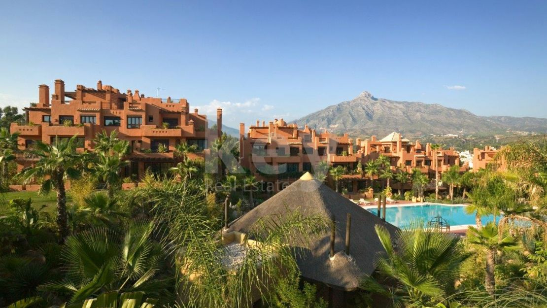 Luxury duplex penthouse in Alzambra Hill Club, Marbella