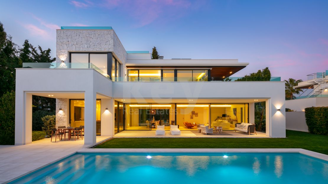 New built modern villa next to the beach in Guadalmina Baja, Estepona