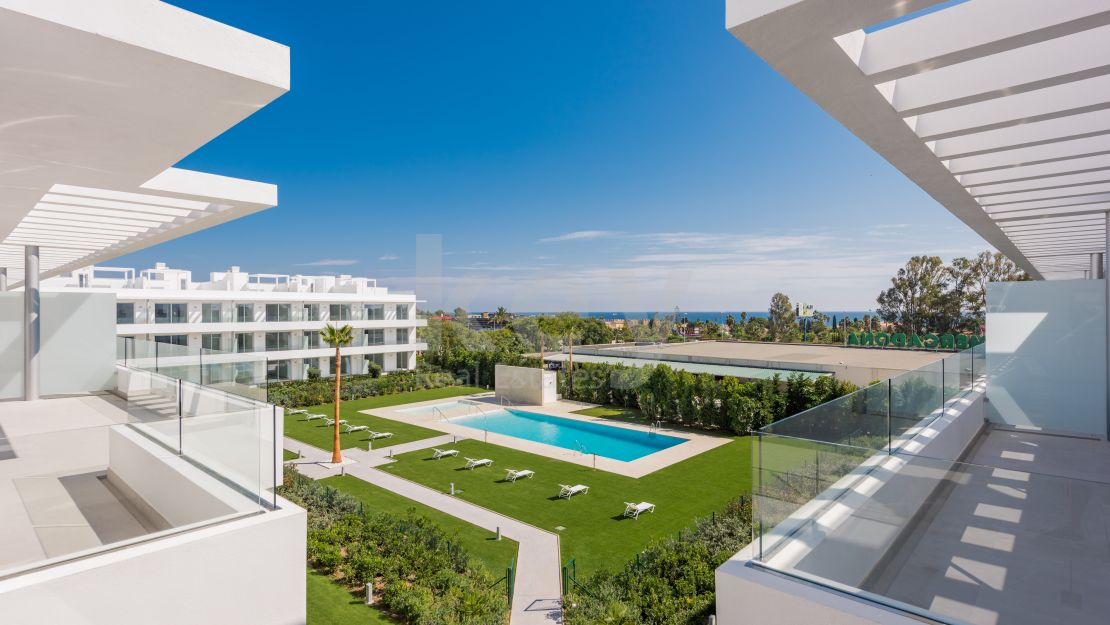 Contemporary penthouse close to the beach in Cancelada, New Golden Mile
