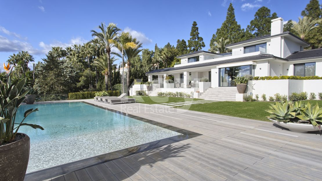 High quality villa with stunning sea views in Marbella East