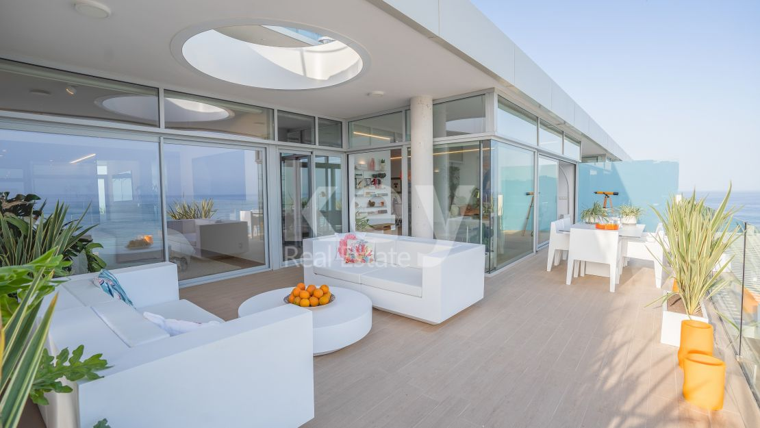 Penthouse with spectacular sea views in Reserva del Higuerón, Benalmadena