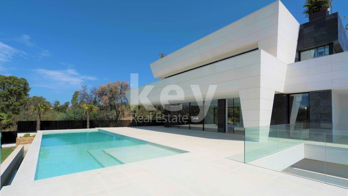 Luxury and modern villa in Altos de Puente Romano, Golden Mile