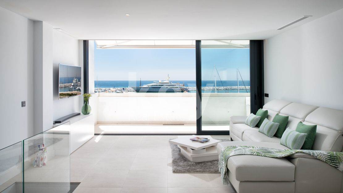 Beautiful duplex penthouse with sea views in Puerto Banus, Marbella