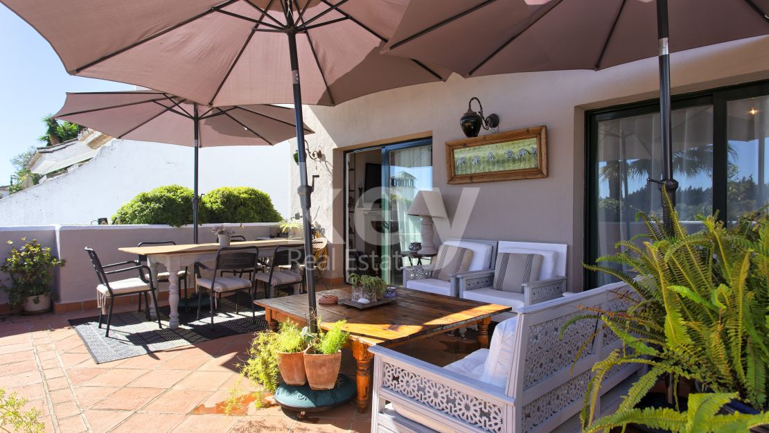 Duplex penthouse close to the beach in Nueva Andalucía