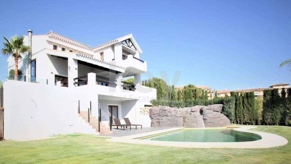 Contemporary family villa in La Resina Golf, Estepona
