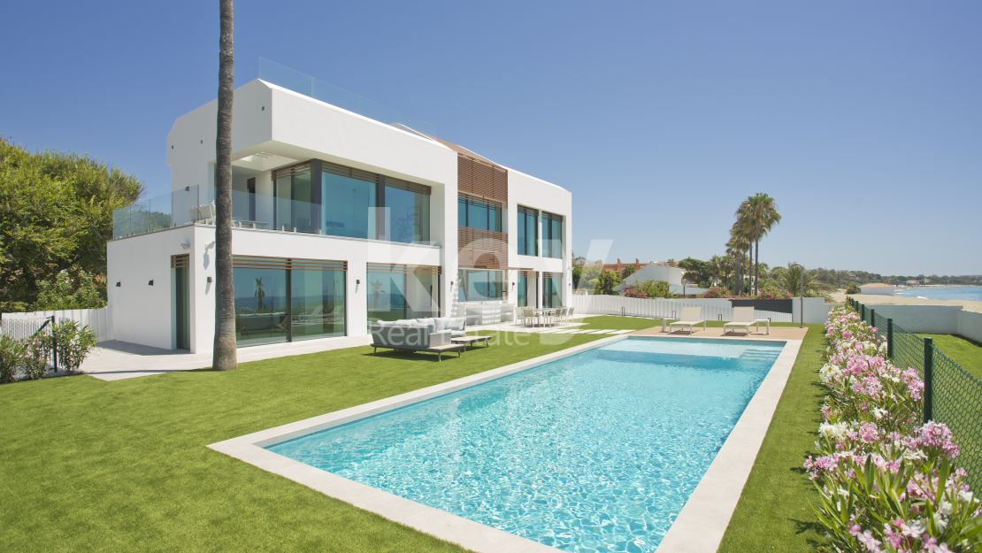 Modern villa in frontline beach New Golden Mile, Estepona