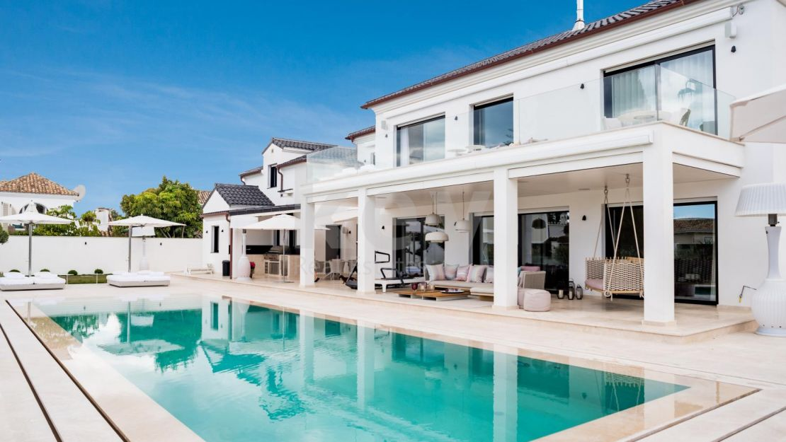 Spectacular villa for sale with a walking distance to the beach in the Golden Mile, Marbella