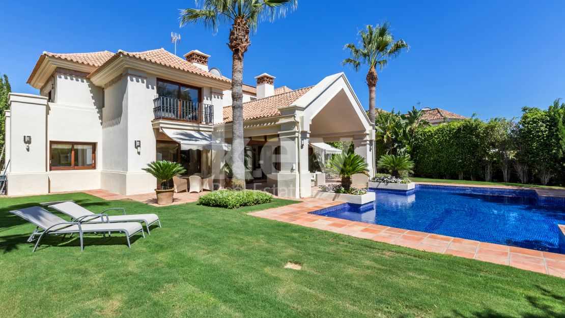 Villa  in Aloha Golf, Nueva Andalucia for sale and walking distance to all amenities
