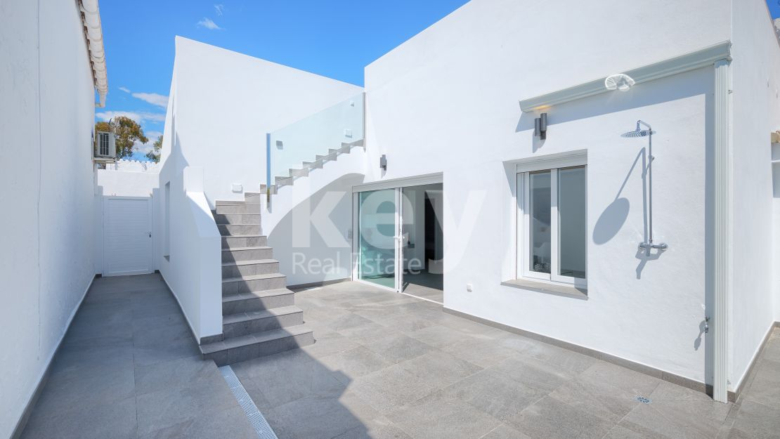Amazing renovated Townhouse for sale in Puente Romano, Estepona