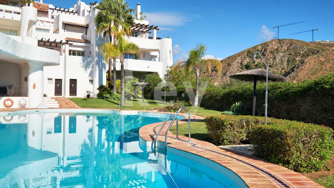 Charming and luxury ground floor apartment in Lomas de la Quinta, Benahavis