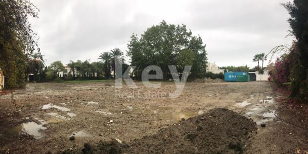 Beautiful plot close to the beach in Casasola, Estepona