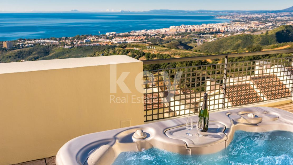 Atico Hill: a luxury penthouse with panoramic sea views in Marbella East