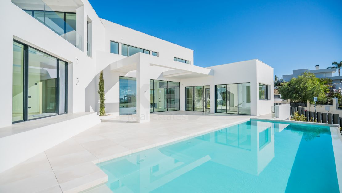 Beautiful modern villa for sale in Nueva Andalucia, Marbella